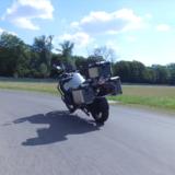 テスト走行を行う無人バイク